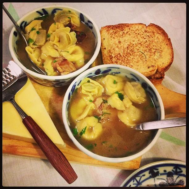 Garfo & Mala na Cozinha: Receita de Sopa de Capeleti