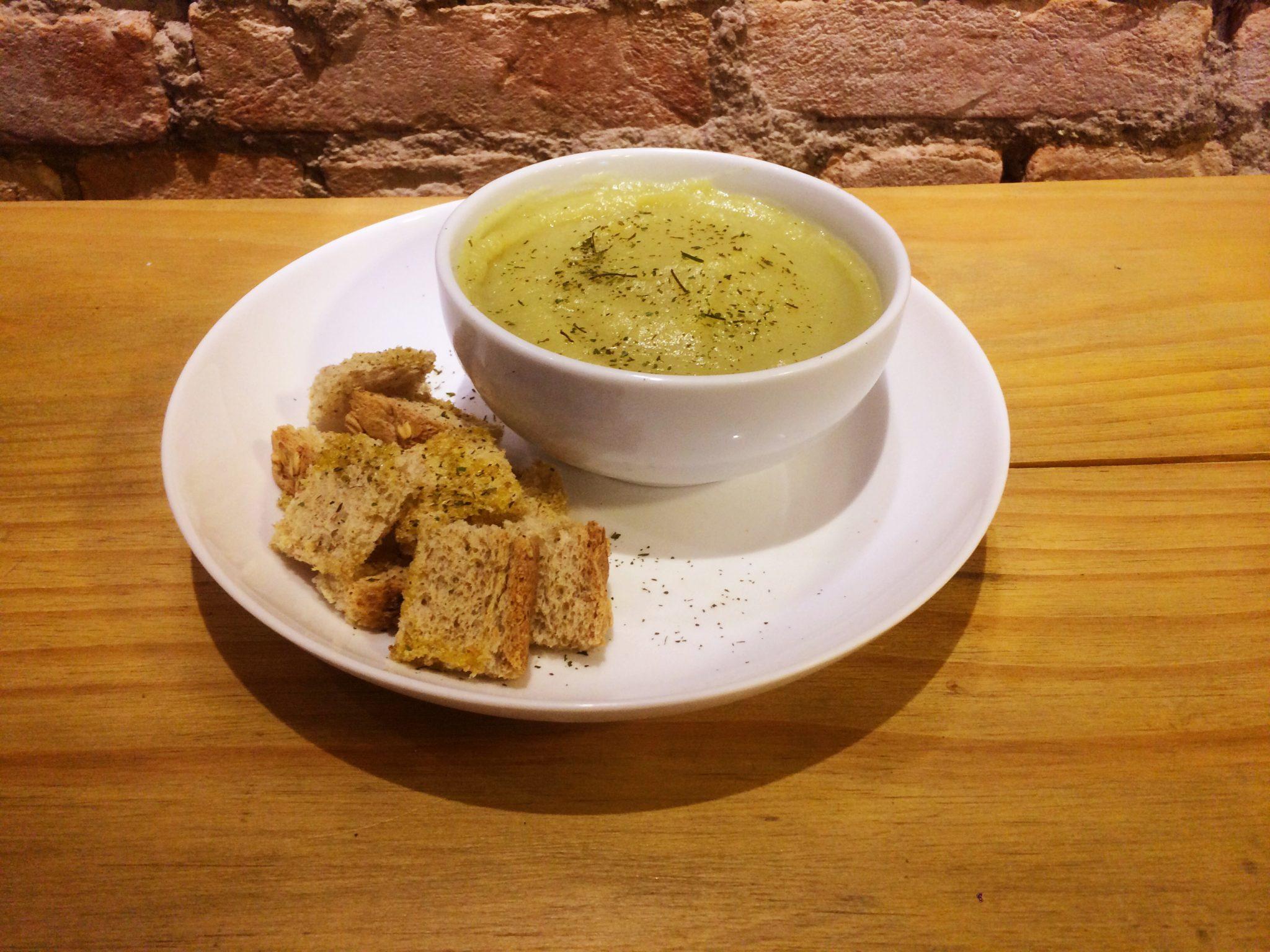 Garfo & Mala na Cozinha: receita fit de creme de batata-doce com alho-poró