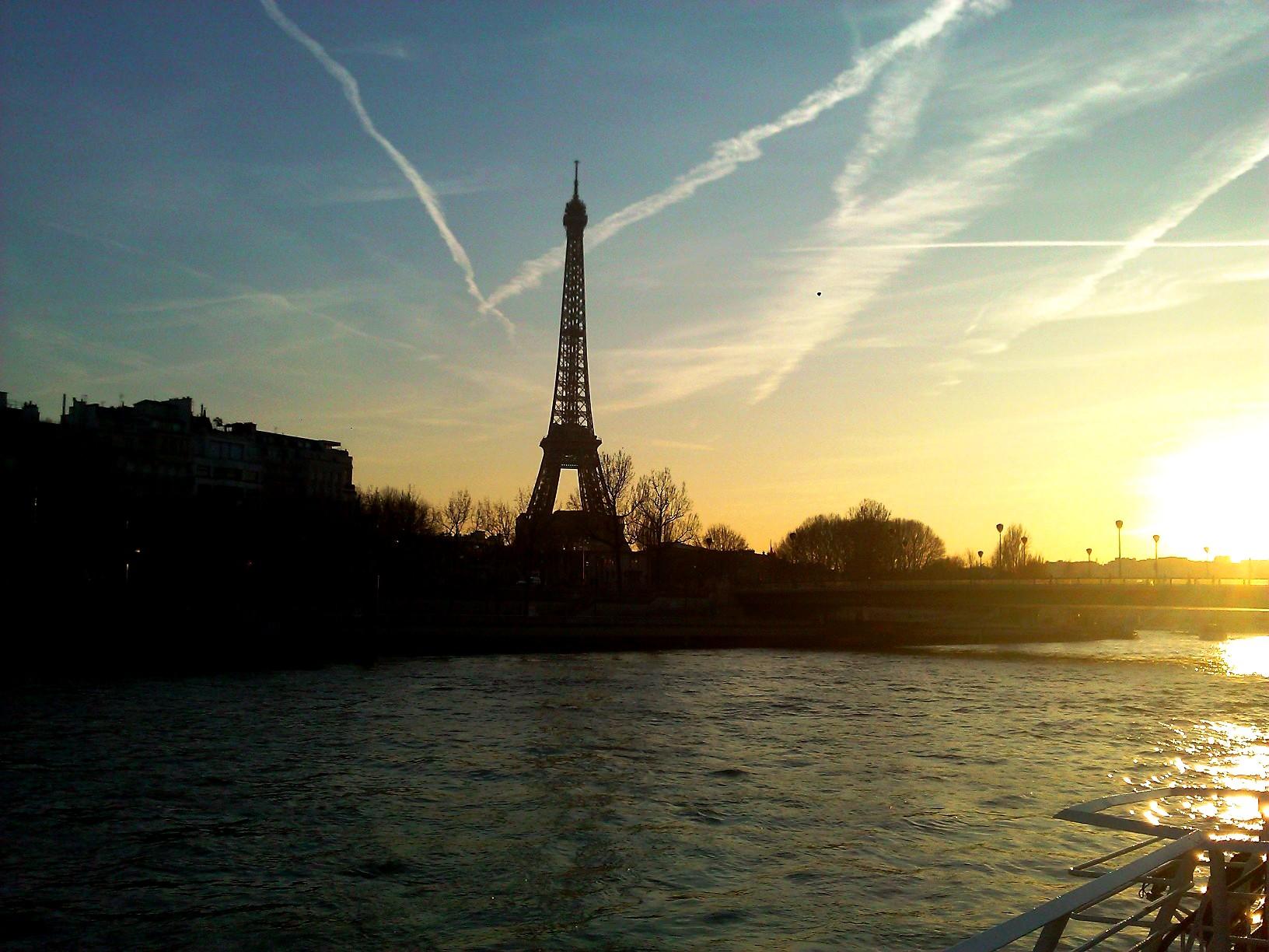 Paris: Desfrutando às margens do rio