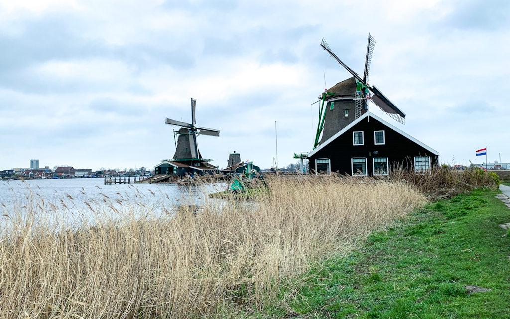 Como Ir e o Que Fazer em Zaanse Schans: Moinhos da Holanda
